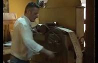 Carmelo Ayllón restaura un órgano de feria del siglo XIX