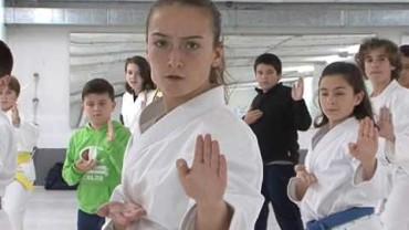 Las karatecas Lucía López y Paula González vuelven del Campeonato de Europa de kárate