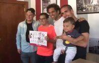Los jugadores del Alba recibieron a los aficionados en su stand de la feria