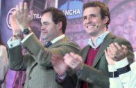 """Manuel Serrano, un anfitrión de """"pega"""" en el acto de Pablo Casado"""