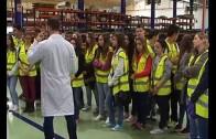 La fábrica de Ajusa recibe a estudiantes del Aula de la Naturaleza