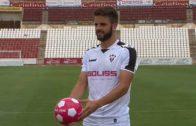 El Alba presenta a Pelayo mientras espera cerrar el delantero