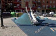 Un peligroso parque infantil patrocinado por Aguas de Albacete