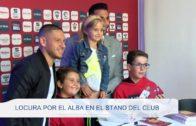 Locura por el Alba en el stand del club