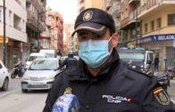 """La Policía Nacional patrulla Albacete: """"Quedaros en casa"""""""