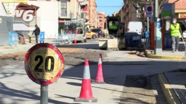 La rotura de una tubería inunda las inmediaciones del Hospital de Albacete