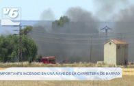 Importante incendio en una nave de la carretera de Barrax