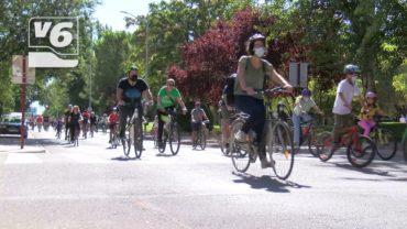 Un millar de albaceteños se unen al Paseo en Bicicleta